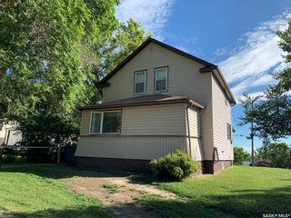 Photo 1: 320 Saskatchewan Avenue in Kerrobert: Residential for sale : MLS®# SK827556