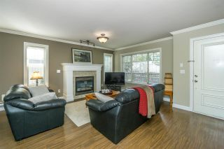 """Photo 4: 26 6238 192 Street in Surrey: Cloverdale BC Townhouse for sale in """"Bakerview Terrace"""" (Cloverdale)  : MLS®# R2248106"""