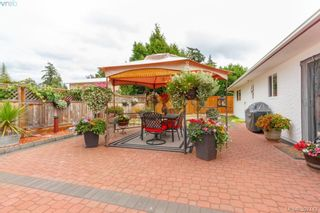 Photo 1: 724 Heaslip Pl in VICTORIA: Co Hatley Park House for sale (Colwood)  : MLS®# 794376