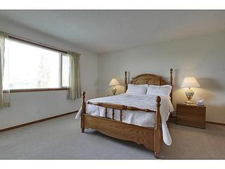Photo 13: 20 EDGEBROOK Circle NW in Calgary: 2 Storey for sale : MLS®# C3569549