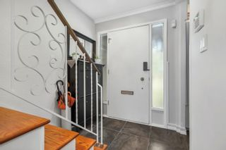 """Photo 3: 36 5850 177B Street in Surrey: Cloverdale BC Townhouse for sale in """"Dogwood Gardens"""" (Cloverdale)  : MLS®# R2613393"""