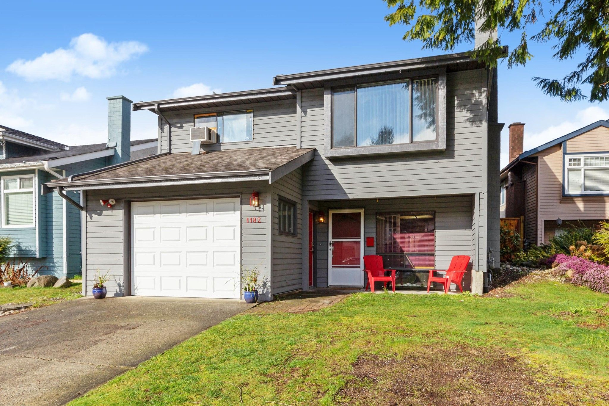 """Main Photo: 1182 ESPERANZA Drive in Coquitlam: New Horizons House for sale in """"NEW HORIZONS"""" : MLS®# R2555181"""