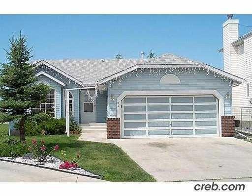 Main Photo: 92 ELDORADO Close NE in CALGARY: Monterey Park Residential Detached Single Family for sale (Calgary)  : MLS®# C3412704
