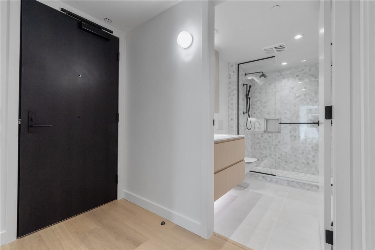 """Main Photo: 405E 1365 DAVIE Street in Vancouver: Downtown VW Condo for sale in """"MIRABEL"""" (Vancouver West)  : MLS®# R2625261"""