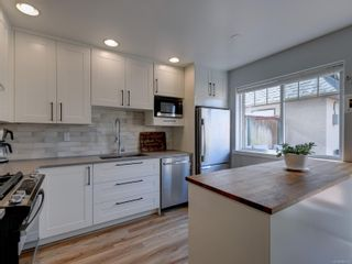 Photo 8: 2 2828 Shelbourne St in : Vi Oaklands Row/Townhouse for sale (Victoria)  : MLS®# 866174