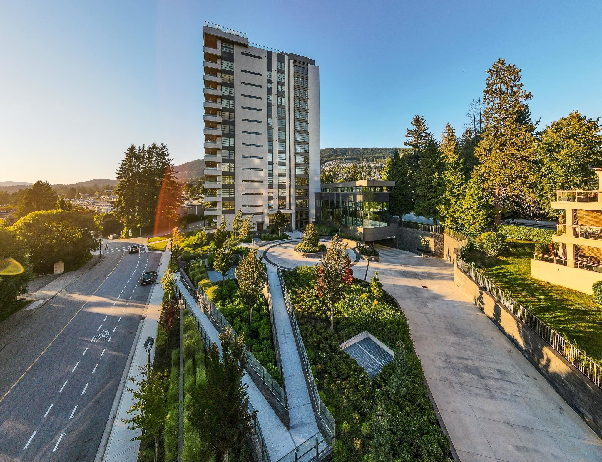 Main Photo: TH2 2289 BELLEVUE Avenue in Vancouver: Dundarave Townhouse for sale (West Vancouver)  : MLS®# R2620748