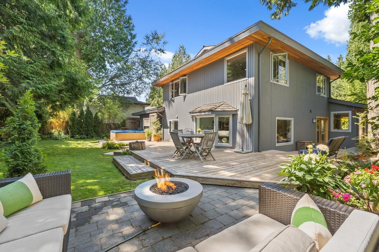"""Main Photo: 2022 OCEAN CLIFF Place in Surrey: Crescent Bch Ocean Pk. House for sale in """"Ocean Cliff"""" (South Surrey White Rock)  : MLS®# R2606355"""