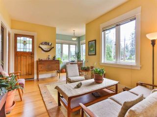 """Photo 4: 1976 NAPIER Street in Vancouver: Grandview VE House for sale in """"COMMERCIAL DRIVE"""" (Vancouver East)  : MLS®# R2082902"""