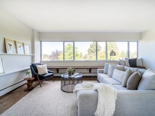 """Photo 4: 401 5926 TISDALL Street in Vancouver: Oakridge VW Condo for sale in """"OAKMONT PLAZA"""" (Vancouver West)  : MLS®# R2374156"""