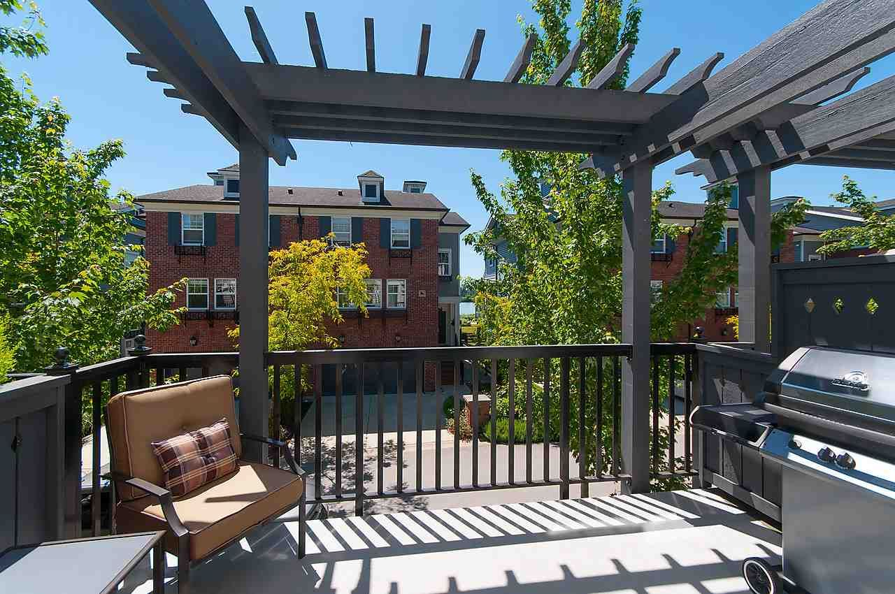 """Main Photo: 16 19538 BISHOPS REACH in Pitt Meadows: South Meadows Townhouse for sale in """"TURNSTONE"""" : MLS®# R2077560"""