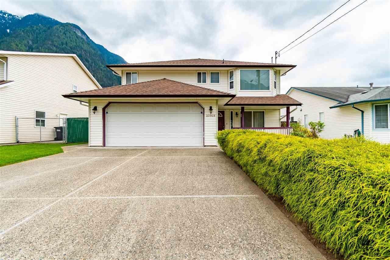 Main Photo: 20989 GREENWOOD Drive in Hope: Hope Kawkawa Lake House for sale : MLS®# R2574595