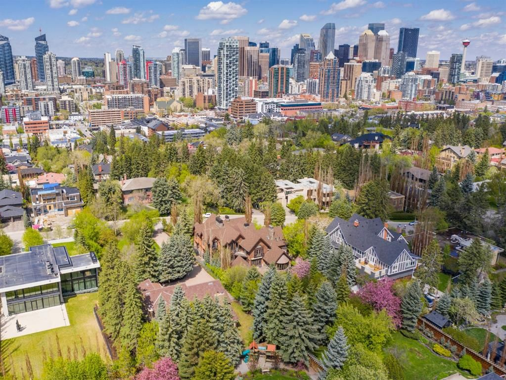 Main Photo: 1129 Sydenham Road SW in Calgary: Upper Mount Royal Detached for sale : MLS®# A1109419