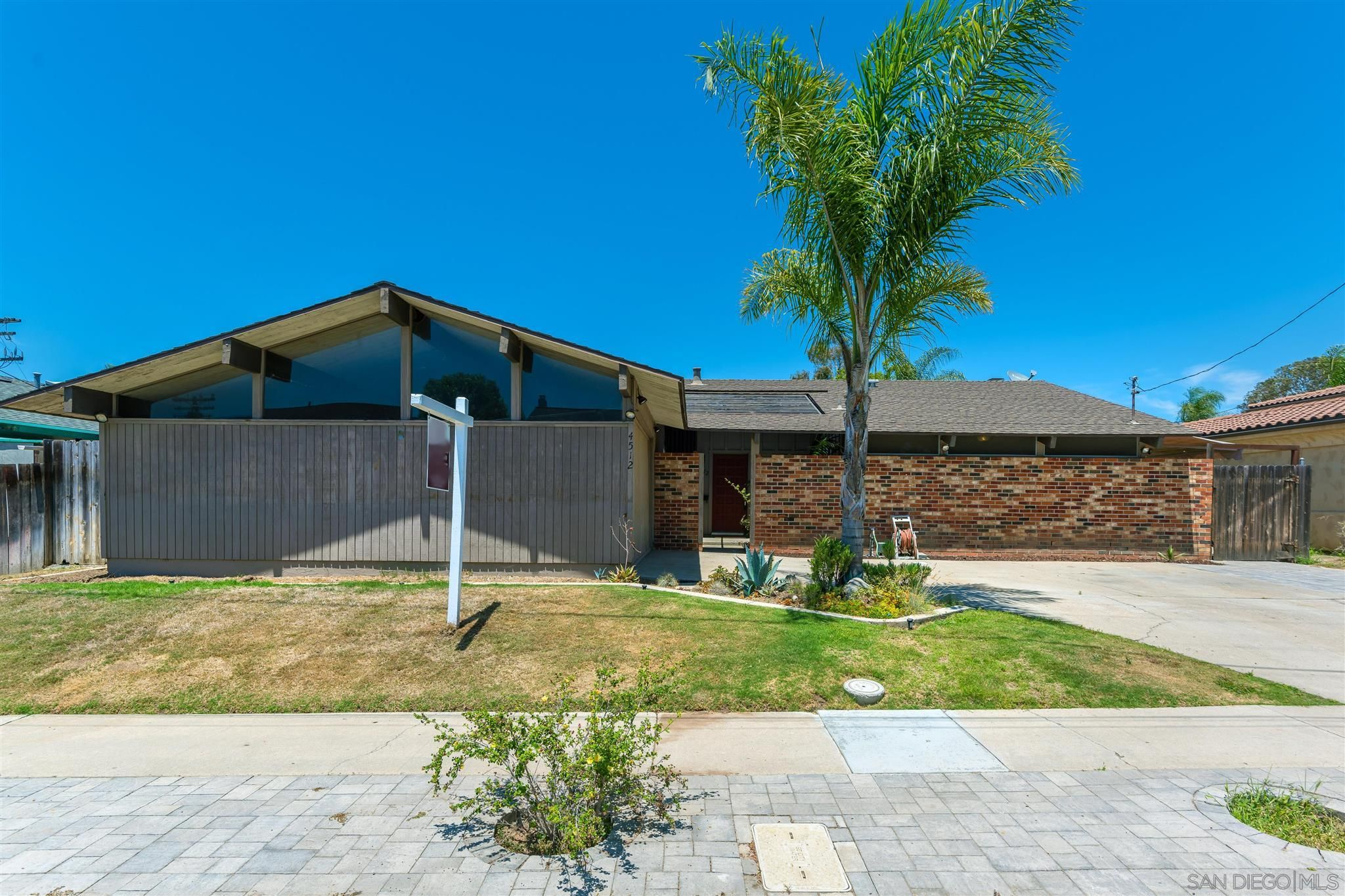 Main Photo: UNIVERSITY CITY House for sale : 3 bedrooms : 4512 PAVLOV AVE in San Diego