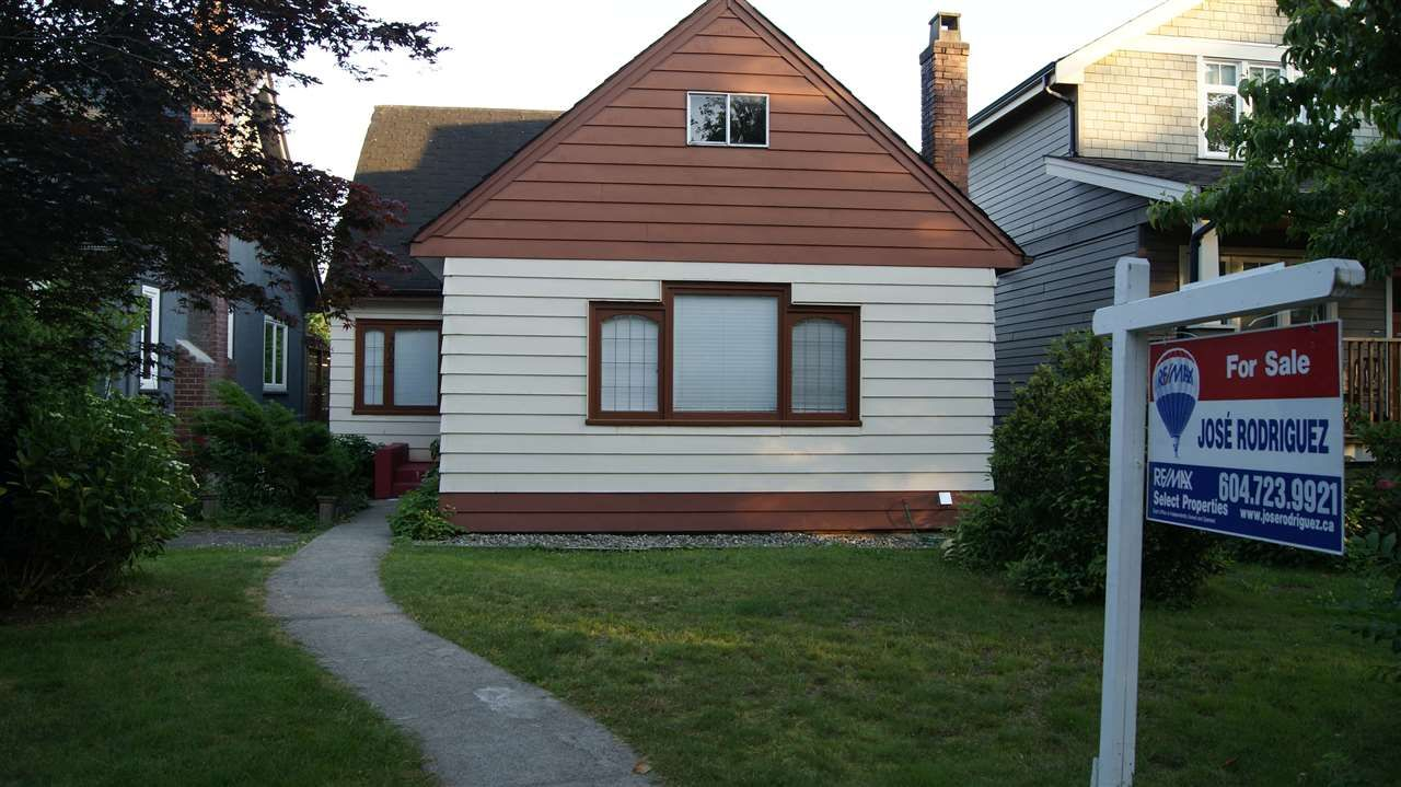 Main Photo: 2062 E 8TH Avenue in Vancouver: Grandview VE House for sale (Vancouver East)  : MLS®# R2181845