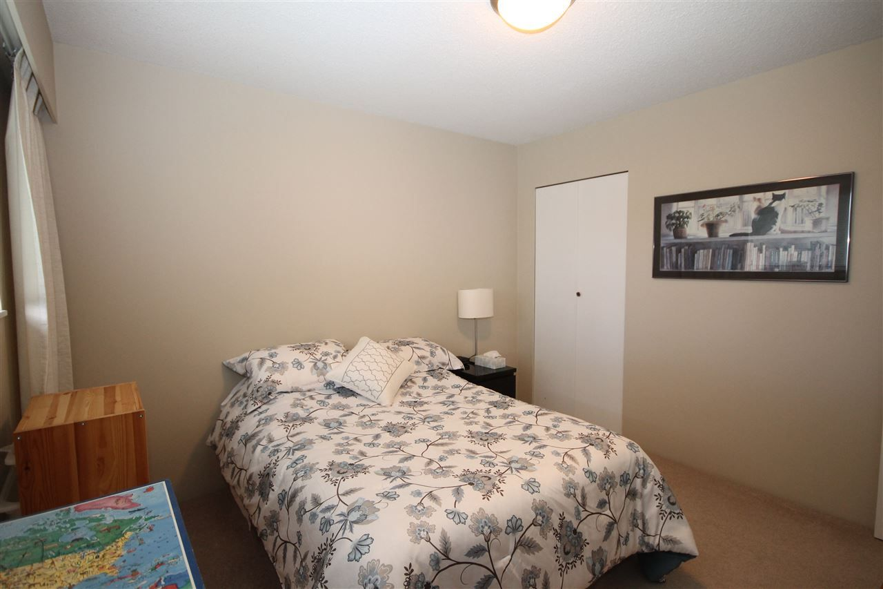 """Photo 9: Photos: 15681 GOGGS Avenue: White Rock House for sale in """"White Rock"""" (South Surrey White Rock)  : MLS®# R2151652"""