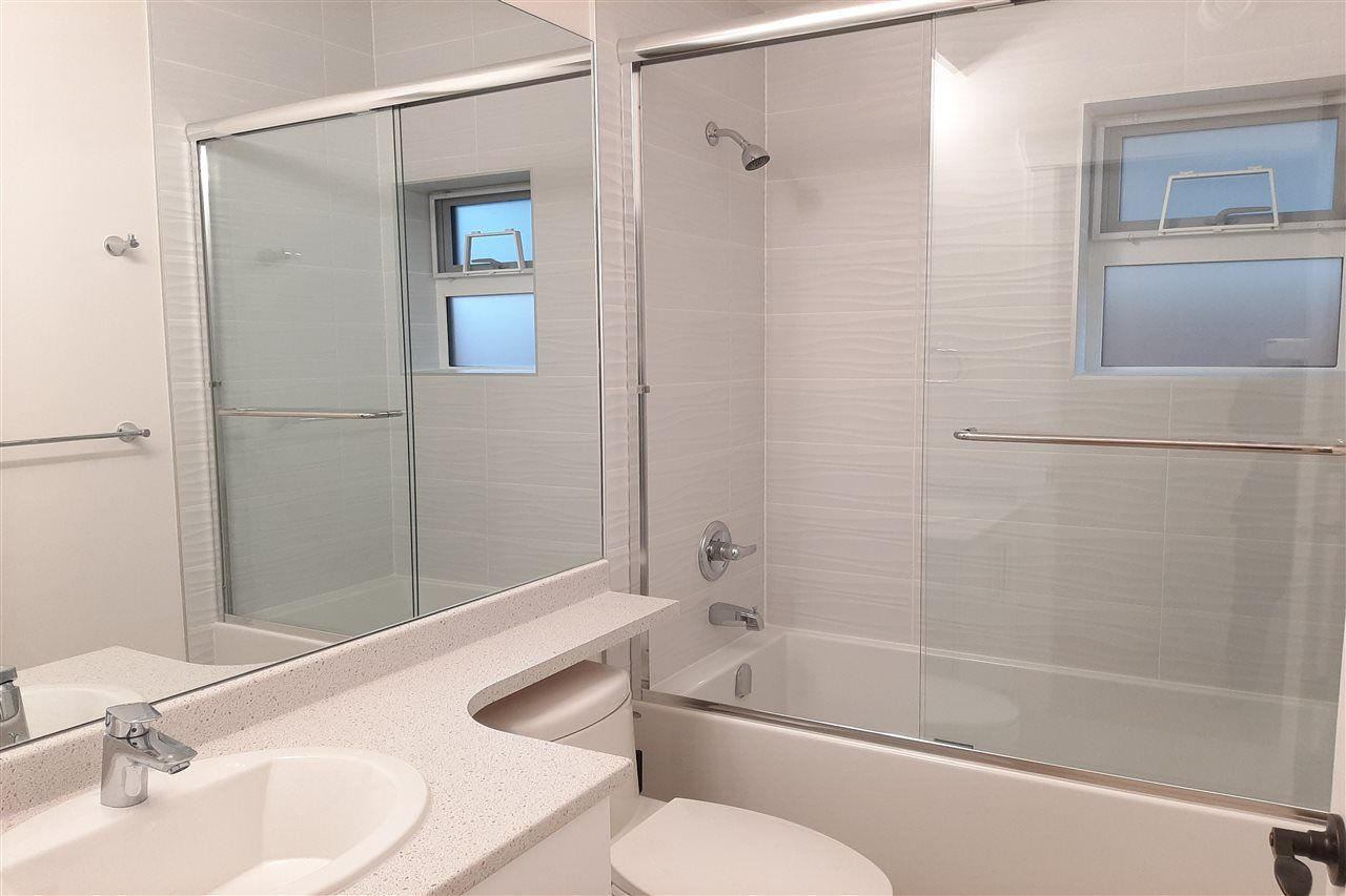 Photo 5: Photos: 8076 FRASER Street in Vancouver: South Vancouver 1/2 Duplex for sale (Vancouver East)  : MLS®# R2416831