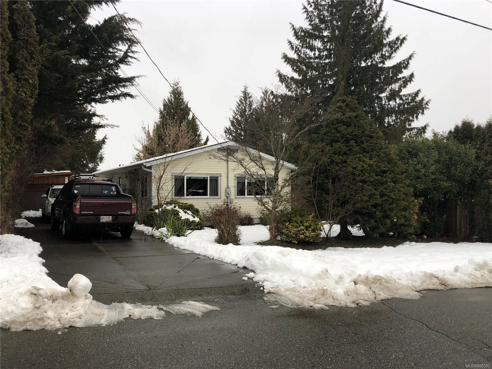 Main Photo: 2616 Willard Ave in : CV Cumberland Manufactured Home for sale (Comox Valley)  : MLS®# 866500