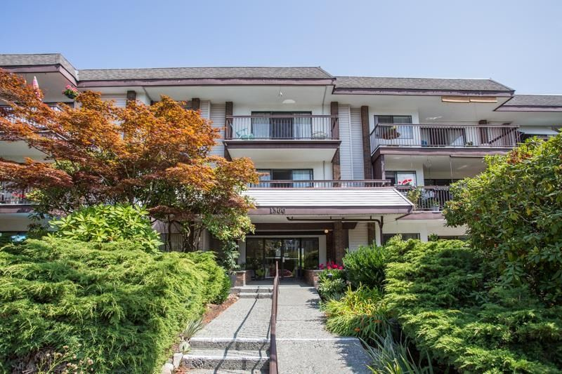 """Main Photo: 105 1360 MARTIN Street: White Rock Condo for sale in """"WEST WINDS"""" (South Surrey White Rock)  : MLS®# R2610748"""