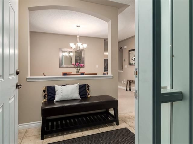 Photo 2: Photos: 40 COUGARSTONE Manor SW in Calgary: Cougar Ridge House for sale : MLS®# C4087798