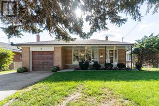 Main Photo: 8 FOREST PATH CRT in Toronto: House for sale : MLS®# W5406572