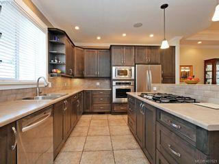 Photo 3: 2798 Guyton Way in VICTORIA: La Langford Lake House for sale (Langford)  : MLS®# 810078