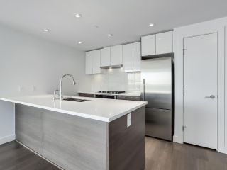 Photo 5: 811 3557 SAWMILL CRESCENT in Vancouver: South Marine Condo for sale (Vancouver East)  : MLS®# R2514341