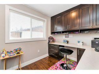 """Photo 9: 17345 63A Avenue in Surrey: Cloverdale BC House for sale in """"Cloverdale"""" (Cloverdale)  : MLS®# R2446374"""