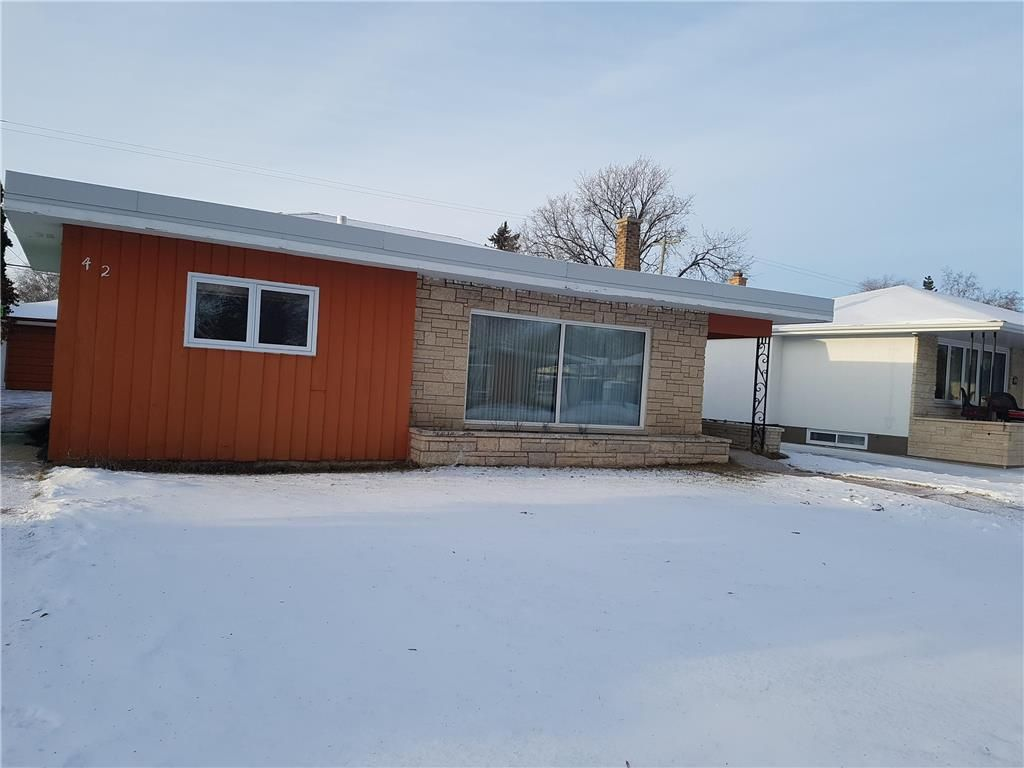 Main Photo: 42 Daffodil Street in Winnipeg: Garden City Residential for sale (4G)  : MLS®# 1932785