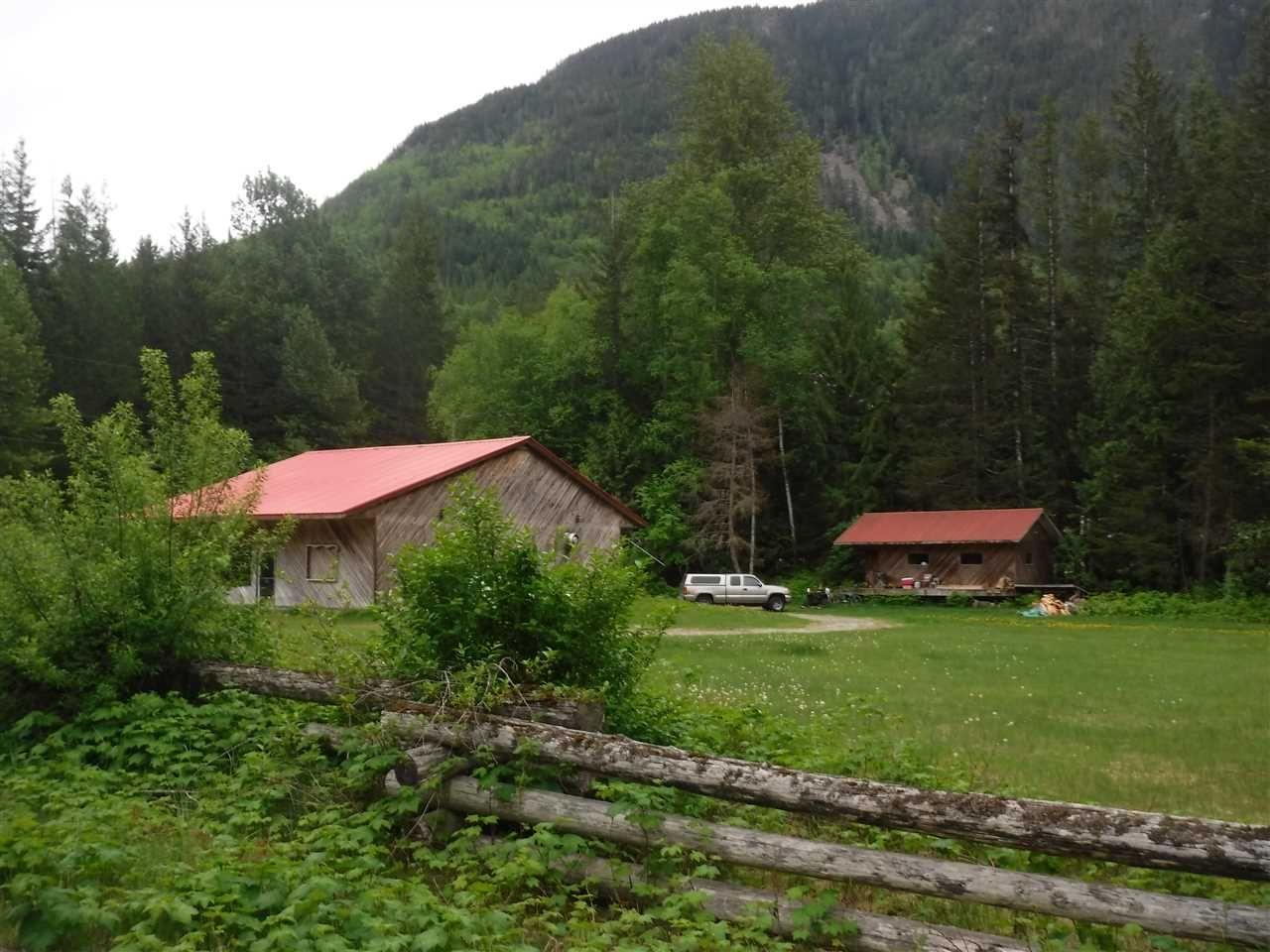 Main Photo: 2498 DOUGLAS Drive in Bella Coola: Bella Coola/Hagensborg House for sale (Williams Lake (Zone 27))  : MLS®# R2458254