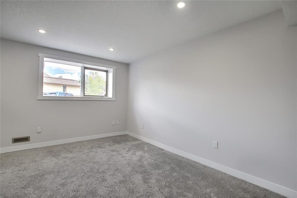 Photo 33: Photos: 1134 BERKLEY Drive NW in Calgary: Beddington Heights Semi Detached for sale : MLS®# C4303281