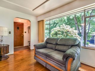 Photo 5: 950 E 17TH AVENUE in Vancouver: Fraser VE House for sale (Vancouver East)  : MLS®# R2601203
