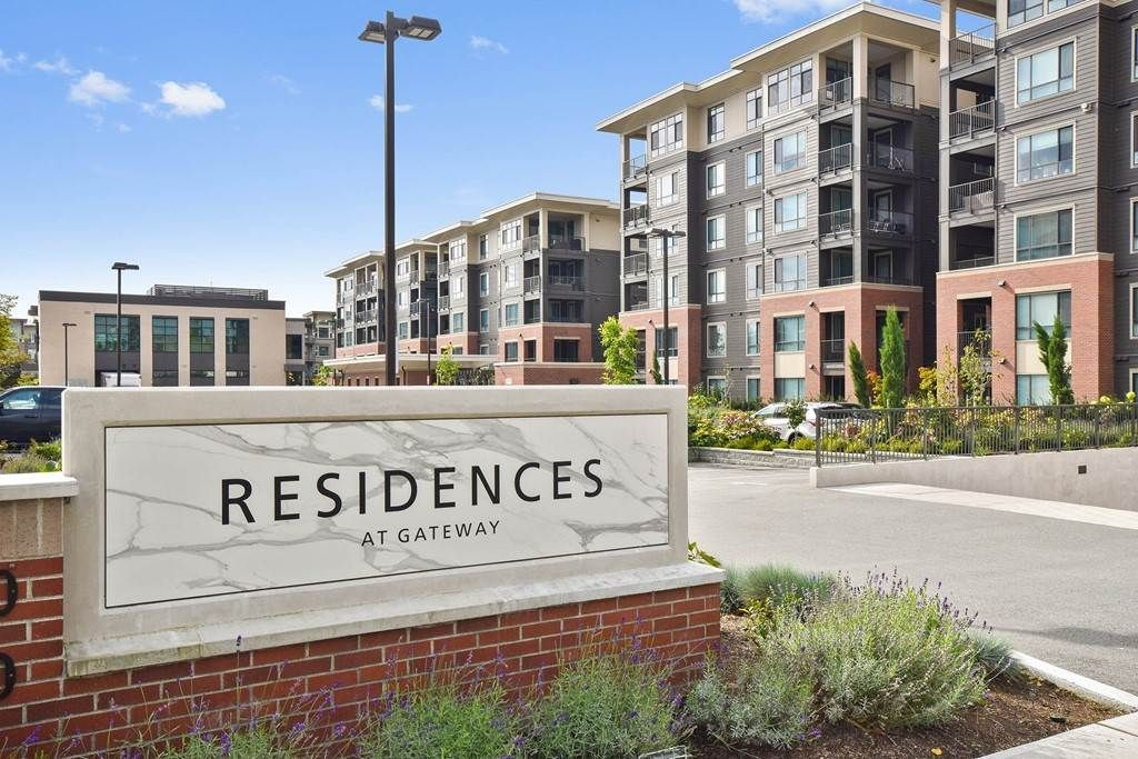 """Main Photo: 606 33530 MAYFAIR Avenue in Abbotsford: Central Abbotsford Condo for sale in """"The Residences at Gateway"""" : MLS®# R2524075"""