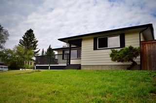 Photo 1: 415 Penswood Road SE in Calgary: Penbrooke Meadows Detached for sale : MLS®# A1137729