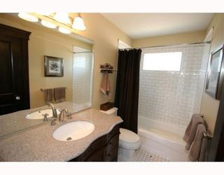 Photo 12: 441 25 Avenue NE in CALGARY: Winston Heights Mountview Residential Detached Single Family for sale (Calgary)  : MLS®# C3388314