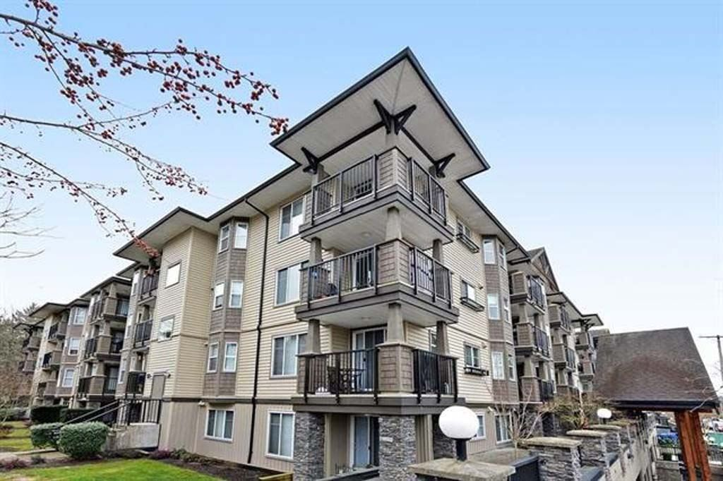 """Main Photo: 312 5488 198 Street in Langley: Langley City Condo for sale in """"Brooklyn Wynd"""" : MLS®# R2501188"""
