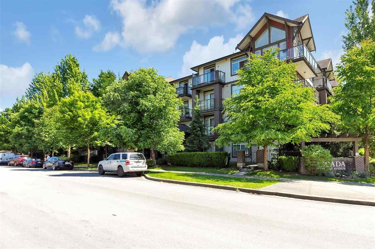 Main Photo: 403 15322 101 Avenue in Surrey: Guildford Condo for sale (North Surrey)  : MLS®# R2590338