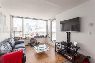 """Photo 4: 2207 33 SMITHE Street in Vancouver: Yaletown Condo for sale in """"COOPERS LOOKOUT"""" (Vancouver West)  : MLS®# R2106492"""