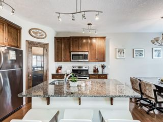 Photo 2: 332c Silvergrove Place NW in Calgary: Silver Springs Detached for sale : MLS®# A1088250