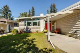 Photo 2: 4 Varslea Place NW in Calgary: Varsity Detached for sale : MLS®# A1145098