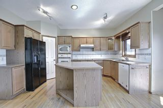 Photo 7: 112 Mt Alberta View SE in Calgary: McKenzie Lake Detached for sale : MLS®# A1082178