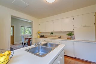 Photo 9: 1121 Chapman St in : Vi Fairfield West House for sale (Victoria)  : MLS®# 882682