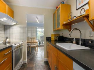 """Photo 9: 103 222 N TEMPLETON Drive in Vancouver: Hastings Condo for sale in """"CAMBRIDGE COURT"""" (Vancouver East)  : MLS®# R2383049"""
