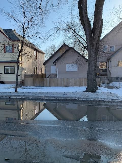 Main Photo: 538 Manitoba Avenue in Winnipeg: North End Residential for sale (4A)  : MLS®# 202106949