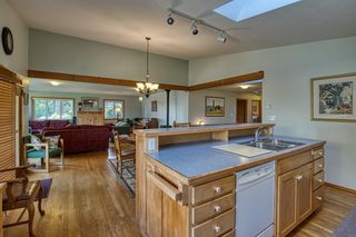 Photo 6: 1212 GOWER POINT Road in Gibsons: Gibsons & Area House for sale (Sunshine Coast)  : MLS®# R2605077