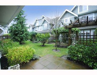 "Photo 2: 27 2688 MOUNTAIN Highway in North Vancouver: Westlynn Townhouse for sale in ""Craftsman Estates"" : MLS®# V799133"