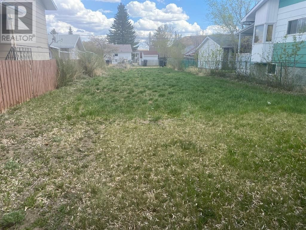 Main Photo: 712 2 Street SW in Drumheller: Vacant Land for sale : MLS®# A1100531
