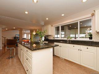 Photo 11: 4385 Wildflower Lane in : SE Broadmead House for sale (Saanich East)  : MLS®# 872387