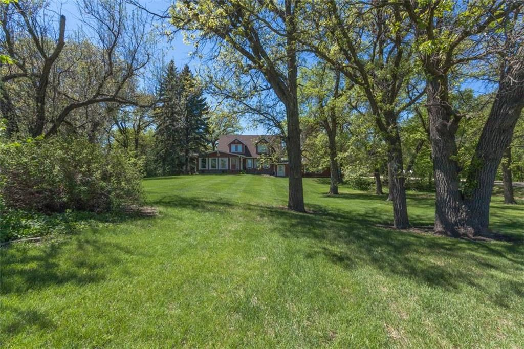 Main Photo: 4040 7 E Road in Halbstadt: R17 Residential for sale : MLS®# 202122527