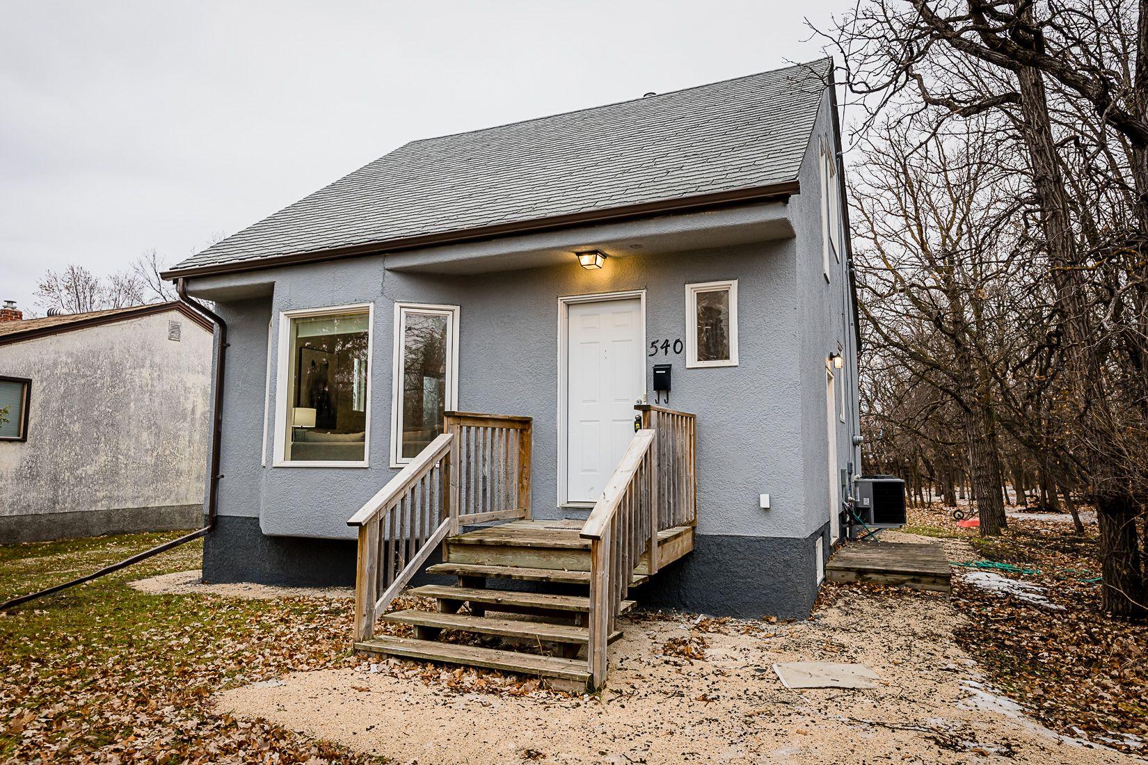 Main Photo: 540 Municipal Road in Winnipeg: Charleswood House for sale : MLS®# 1930976