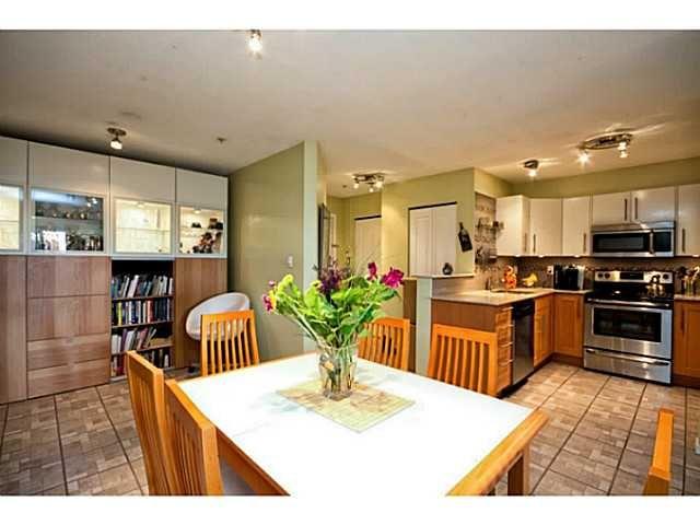 "Main Photo: 202 760 KINGSWAY in Vancouver: Fraser VE Condo for sale in ""Kingsgate Manor"" (Vancouver East)  : MLS®# V1035809"